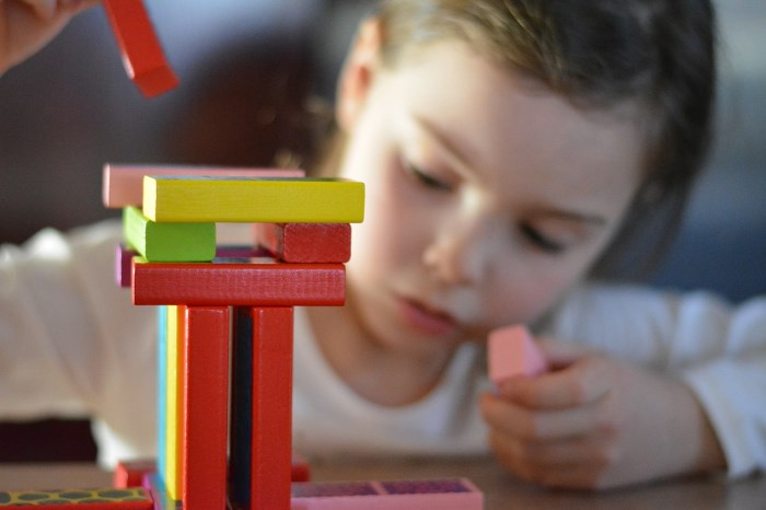 kako koristiti društvene mrežeu poslovne svrhe - kao dete koje slaže kocke
