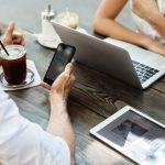 poslovni sastanak povodom teme kako koristiti društvene mreže u poslovne svrhe