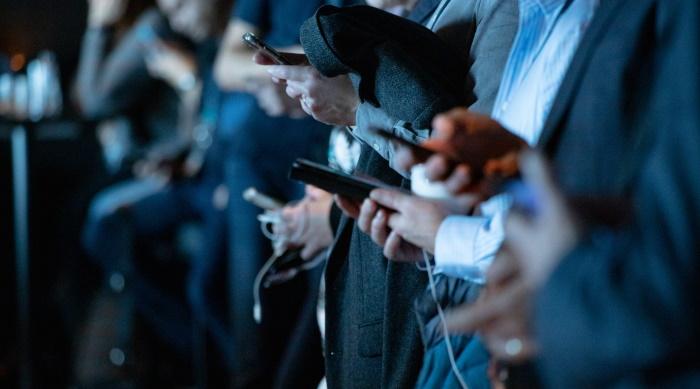 kako ljudi u Srbiji koriste internet - svi su na telefonima